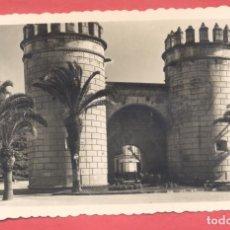 Postales: BADAJOZ 72 PUERTA DE LA PALMA, VARIEDAD ED. M ARRIBAS EN REVERSO ,DENTADA, S/C, VER FOTOS. Lote 222423386