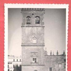 Postales: BADAJOZ 20 PLAZA Y TORRE DE LA CATEDRAL, ED.ARRIBAS VARIEDAD REVERSO,DENTADA, S/C, VER FOTOS. Lote 222436058