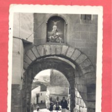 Postales: CACERES, 73 ARCO DEL CRISTO, EDICIONES ARRIBAS,CIRCULADA 1962, VER FOTOS. Lote 222920995