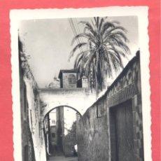 Postales: CACERES, 70 ADARVE DE LA ESTRELLA, EDICIONES ARRIBAS, CIRCULADA 1961 SIN SELLO, VER FOTOS. Lote 222925083
