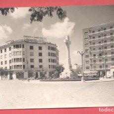 Postales: CACERES,1013 PLAZA DE AMERICA Y MONUMENTO A LOS CAIDOS, EDICIONES ARRIBAS, CIRCULADA 1964, VER FOTOS. Lote 222942660