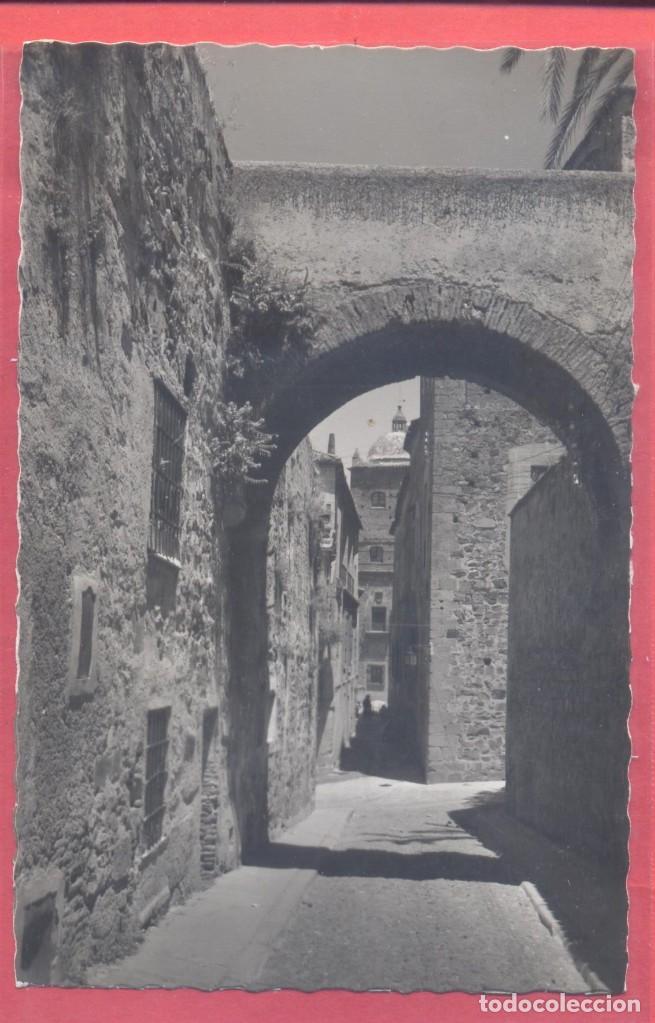 CACERES 22 ARCO DE LA ESTRELLA Y CALLE TIPICA , EDICIONES GARCIA GARRABELLA, S/C,.DENTADA, VER FOTOS (Postales - España - Extremadura Moderna (desde 1940))