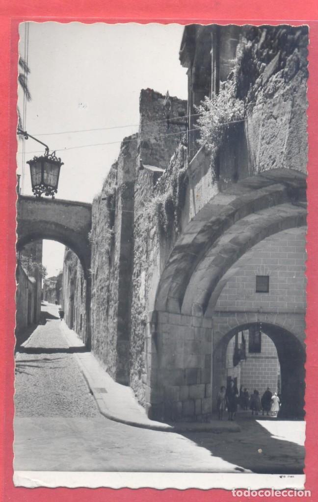 CACERES 37 ARCO DE LA ESTRELLA Y ADARVE, EDICIONES GARCIA GARRABELLA, CIRCULADA 1963.DENTADA, (Postales - España - Extremadura Moderna (desde 1940))