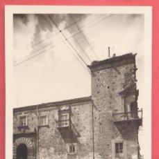 Postales: CACERES CASA DEL ROCO .FACHADA SIGLO XVI SIN EDITOR, TIULOS EN VERTICAL REVERSO, S/C VER FOTOS. Lote 223745533