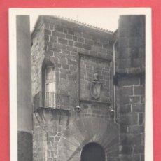 Postales: CACERES, CASA CARVAJAL SIGLO XIV PUERTA Y BALCON DE ANGULO, ED. GM/WB S/C. VER FOTOS. Lote 223816560