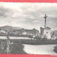 Postales: PLASENCIA (CACERES) 4 AVENIDA Y MONUMENTO A LOS CAIDOS,.LIBRERIA CERVANTES, CIRCULADA 1988. Lote 223854858