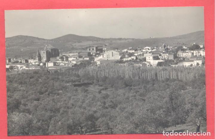 PLASENCIA (CACERES) 105 VISTA PARCIAL, EDIC. LIBRERIA CERVANTES, CIRCULADA 1959. VER FOTOS (Postales - España - Extremadura Moderna (desde 1940))