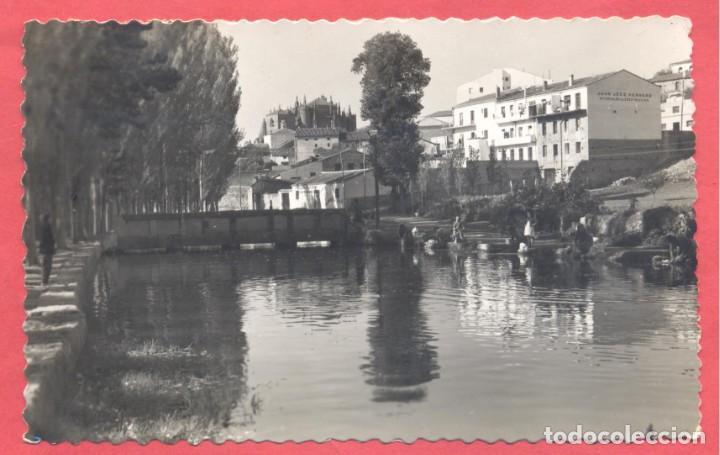 PLASENCIA (CACERES) 109 VISTA DESDE EL CANAL, EDIC. LIBRERIA CERVANTES, CIRCULADA 1957 .VER FOTOS (Postales - España - Extremadura Moderna (desde 1940))