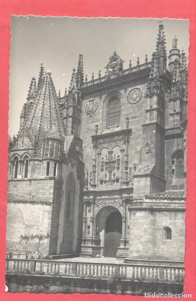PLASENCIA (CACERES) 6 CATEDRAL. PUERTA DEL ENLOSADO, ED. ARRIBAS,S/C, VER FOTOS (Postales - España - Extremadura Moderna (desde 1940))