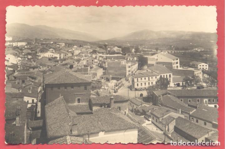 PLASENCIA (CACERES) 17 VISTA PANORAMICA ED. ARRIBAS VARIEDAD REVERSO, CIRCULADA 1955 SIN SELLO, (Postales - España - Extremadura Moderna (desde 1940))
