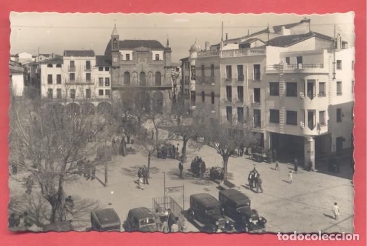 PLASENCIA (CACERES) 31 PLAZA MAYOR Y AYUNTAMIENTO AL FONDO, EDICIONES ARRIBAS,CIRCULADA 1955 SIN SEL (Postales - España - Extremadura Moderna (desde 1940))
