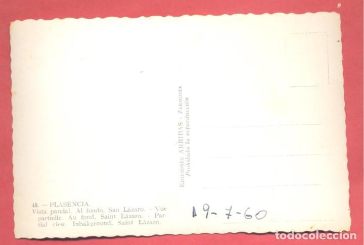 Postales: plasencia (caceres) 45 vista parcial. al fondo san lazaro, edi. arribas, fecha en reverso, s/c, - Foto 2 - 223944768