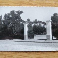 Postales: POSTAL DON BENITO - 107 ENTRADA AL PARQUE. Lote 224722707