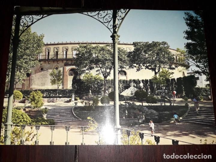 Nº 40821 POSTAL ALMENDRALEJO BADAJOZ PARQUE Y PLAZA DE TOROS (Postales - España - Extremadura Moderna (desde 1940))
