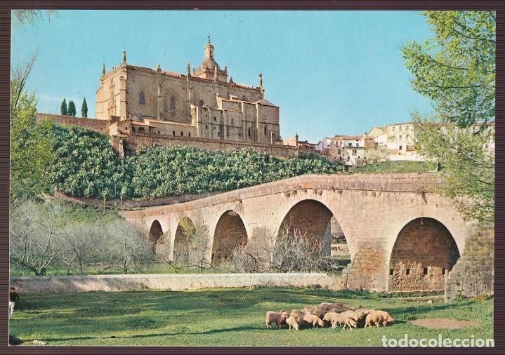 CORIA. *PUENTE ROMANO, AL FONDO LA CATEDRAL* NUEVA (Postales - España - Extremadura Moderna (desde 1940))