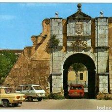 Cartoline: POSTAL BADAJOZ, PUERTA PILAR. EDICIONES ARRIBAS, ZARAGOZA, Nº 85 (1977). COCHES DE LA ÉPOCA.. Lote 262654240