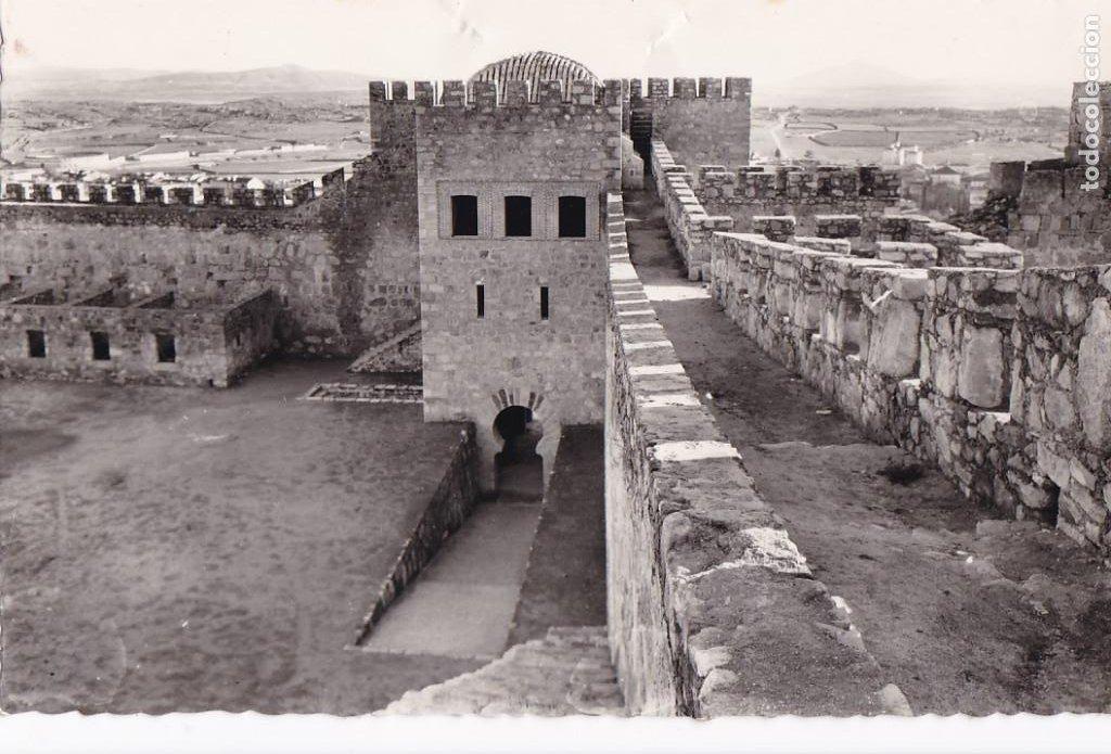 CACERES TRUJILLO CASTILLO Y ERMITA VIRGEN DE LA VICTORIA. ED. ARRIBAS Nº 24. CIRCULADA (Postales - España - Extremadura Antigua (hasta 1939))