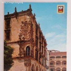 Postales: TRUJILLO - PALACIO DE PIZARRO - RENAULT 4 L - LAXC - P53772. Lote 270983493