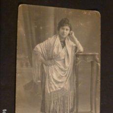 Postales: CACERES RETRATO DE CHICA CON MANTON FOTO JAVIER FOTOGRAFO HACIA 1915. Lote 275880508