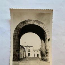 Postales: POSTAL. MERIDA. BADAJOZ. ARCO DE TRAJANO. EDICIONES ARRIBAS.. Lote 276793553