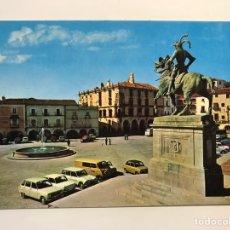 Postales: TRUJILLO. POSTAL NO.28, PLAZA MAYOR. MONUMENTO A PIZARRO. EDITA: ED. ARRIBAS (H.1970?) S/C. Lote 276978673
