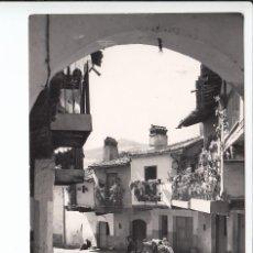Postales: GUADALUPE (CÁCERES).- UNA CALLE TÍPICA DEL PUEBLO. Lote 293660188