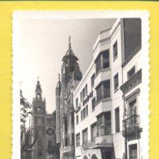 Postales: BADAJOZ 63 PLAZA DE LA SOLEDAD Y HOTEL MADRID, EDICIONES M. ARRIBAS,DENTADA, S/C, VER FOTOS. Lote 296023343