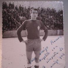 Coleccionismo deportivo: ANTIGUA FOTOGRAFIA DEL JUGADOR DE FUTBOL VICENTE - DEL CLUB DEPORTIVO VILLARROBLEDO - ALBACETE - MID. Lote 26770709