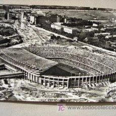 Coleccionismo deportivo: POSTAL ANTIGUA ESTADIO CLUB FÚTBOL BARCELONA VISTA AÉREA. AÑO 1958. . Lote 26055028