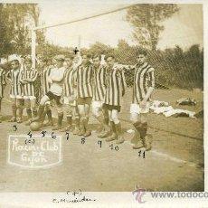 Coleccionismo deportivo: POSTAL DE UN EQUIPO DE GIJON ,DE 1916 - EL RACING CLUB,CON LA ALINEACION POR DETRAS.. Lote 25361272