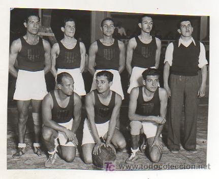 FOTOGRAFÍA DE LOS JUGADORES DE BALONCESTO DEL EQUIPO CATALÁN. PARTIDO CASTILLA - CATALUNYA. 1935 (Coleccionismo Deportivo - Postales de Deportes - Fútbol)