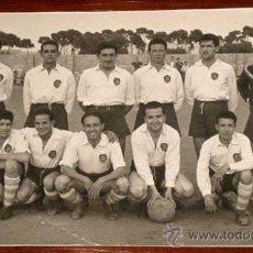 Coleccionismo deportivo: ANTIGUA FOTOGRAFIA DEL EQUIPO DE FUTBOL DEL MANISES - FOTO SANTOLARIA, MANISES - ESCRITA POR EL REVE. Lote 22184965
