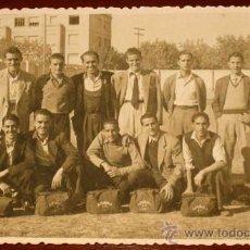 Coleccionismo deportivo: ANTIGUA FOTOGRAFIA DEL EQUIPO DE FUTBOL DISCOBOLO TORRE A.C. - FOTO V. IZQUIERDO - AÑO 1947 - NO CIR. Lote 22184995