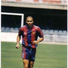 Coleccionismo deportivo: FOTO DE RONALDO CON EL BARCELONA - GOLY. Lote 92357382