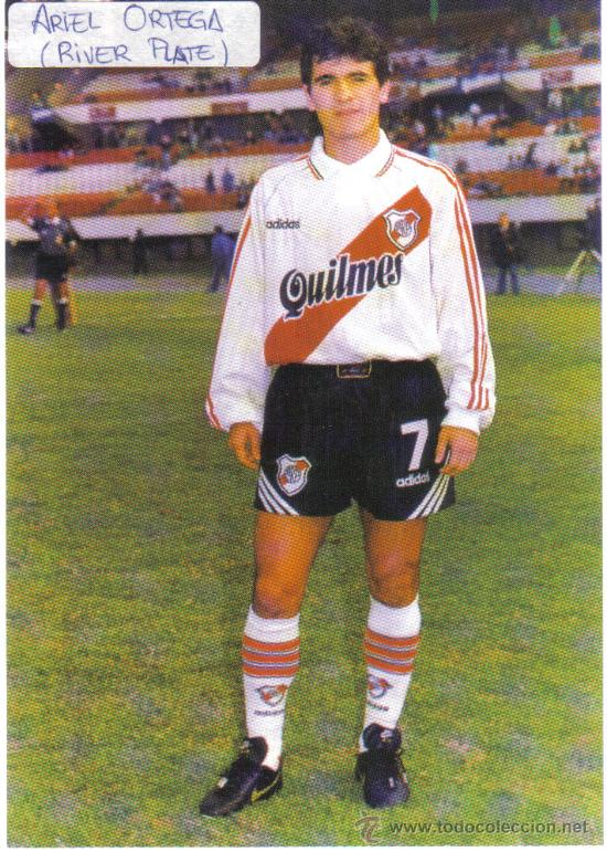 FOTO DE ARIEL BURRITO ORTEGA CON EL RIVER PLATE - GOLY (Coleccionismo Deportivo - Postales de Deportes - Fútbol)