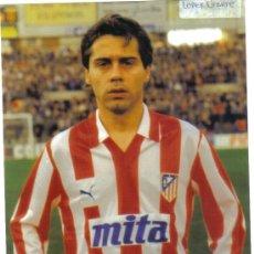 Coleccionismo deportivo: FOTO DE LOPEZ UFARTE CON EL AT.MADRID - GOLY. Lote 27495326