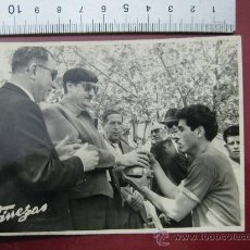 Coleccionismo deportivo: FOTO FUTBOL - VALENCIA C.F. CONTRA - AÑOS 1950-60. Lote 30253163