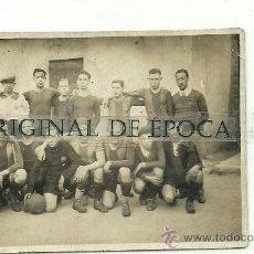 Coleccionismo deportivo: (F-433)POSTAL FOTOGRAFICA DEL EQUIPO DE RESERVAS 1928 FOOT-BALL F.C.BARCELONA EN GERONA. Lote 30864854
