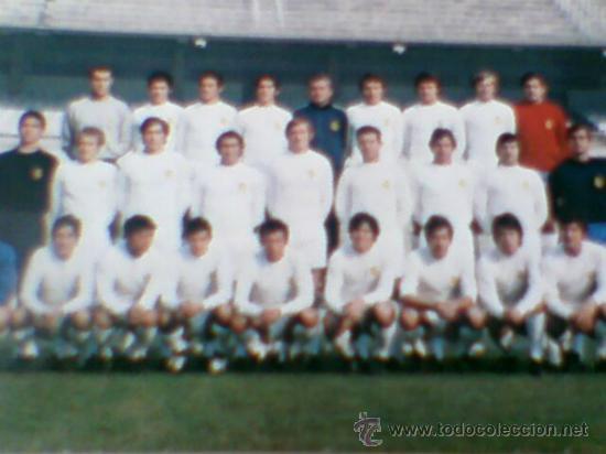Coleccionismo deportivo: Postal plantilla Real Madrid liga 71 72 sin circular - Foto 3 - 31672463