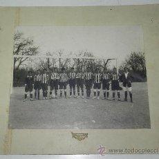 Coleccionismo deportivo: GIGANTE FOTOGRAFIA ORIGINAL DE LOS JUVENILES DEL ATLETICO AVIACION DE MADRID, FOTO HERMANOS BERINGOL. Lote 32328329
