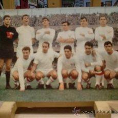Coleccionismo deportivo: SEVILLA FC POSTAL AÑO 1967. Lote 34282100