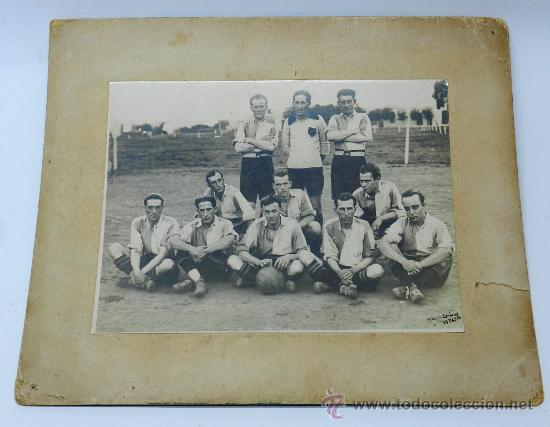 Coleccionismo deportivo: ANTIGUA FOTOGRAFIA ALBUMINA DEL CLUB DE BELLA VISTA DE MONTEVIDEO, URUGUAY, FUTBOL, EXCELENTE FOTOGR - Foto 2 - 37526633