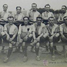Coleccionismo deportivo: ANTIGUA FOTOGRAFIA ALBUMINA DEL CLUB BELLA VISTA DE URUGUAY, SE VE AL CAPITAN DE URUGUAY, CAPEON MUN. Lote 37526670
