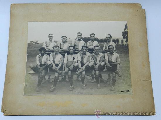 Coleccionismo deportivo: ANTIGUA FOTOGRAFIA ALBUMINA DEL CLUB BELLA VISTA DE URUGUAY, SE VE AL CAPITAN DE URUGUAY, CAPEON MUN - Foto 2 - 37526670