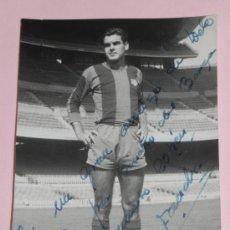Coleccionismo deportivo: ANTIGUA FOTOGRAFIA DEL JUGADOR DEL FUTBOL CLUB BARCELONA, FOTO RAMON DIMAS, BARCELONA, TEMPORADA DE . Lote 37843315