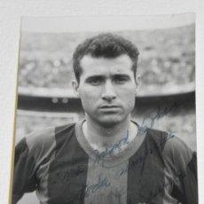 Coleccionismo deportivo: ANTIGUA FOTOGRAFIA DEL JUGADOR DEL FUTBOL CLUB BARCELONA, SIGFRIDO GARCIA ROYO, CON DEDICATORIA Y FI. Lote 37843484