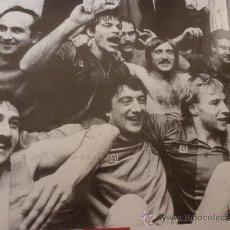 Coleccionismo deportivo: FOTO URRUTI T`ESTIMO 1985-F.C.BARCELONA-(18 X 24 CM)-FICHA PAPEL POSTAL GRAN ÀLBUM BARÇA.. Lote 38406874