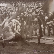 Coleccionismo deportivo: FOTO CAMPEONES LIGA 1974-F.C.BARCELONA CRUYFF-(18 X 24 CM)-FICHA PAPEL POSTAL GRAN ÀLBUM BARÇA. Lote 38406938