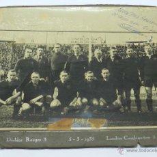 Coleccionismo deportivo: ANTIGUA FOTOGRAFIA ORIGINAL DE LA SELECCION BELGA, DIABLES ROUGES - BELGICA SE ENFRENTO A UN COMBINA. Lote 39817494