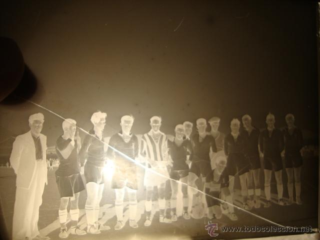 Coleccionismo deportivo: ANTIGUO NEGATIVO TAMAÑO POSTAL EQUIPO DE FUTBOL DE P.P.S.XX, HACIA 1920 - Foto 2 - 42172899